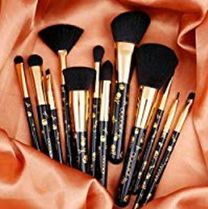 💀💞RESTOCK!💞💀12 Peice Goth Brush Set 💀